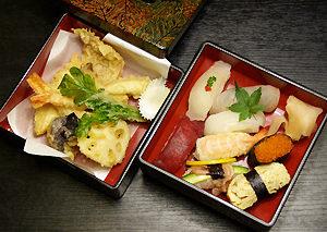 梅にぎりと天ぷら盛り合せ